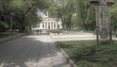 Un bărbat a fost găsit fără suflare în scuarul Catedralei din Chișinău