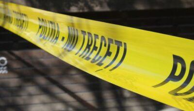 Un tânăr a ajuns la spital, după ce a urcat beat la volan şi s-a izbit cu mașina într-un copac