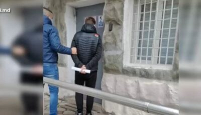 S-au dat drept angajați ai băncilor și au sustras circa un milion de lei de pe cardurile moldovenilor
