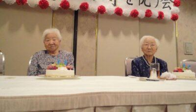 Două surori gemene identice din Japonia, în vârstă de 107 ani, au stabilit un nou record Guinness