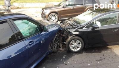 Accident violent în Capitală, cu implicarea unui BMW și a unui automobil Toyota