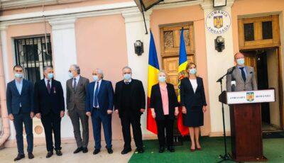 Mai multe personalităţi din Republica Moldova au fost decorate de preşedintele României Klaus Iohannis