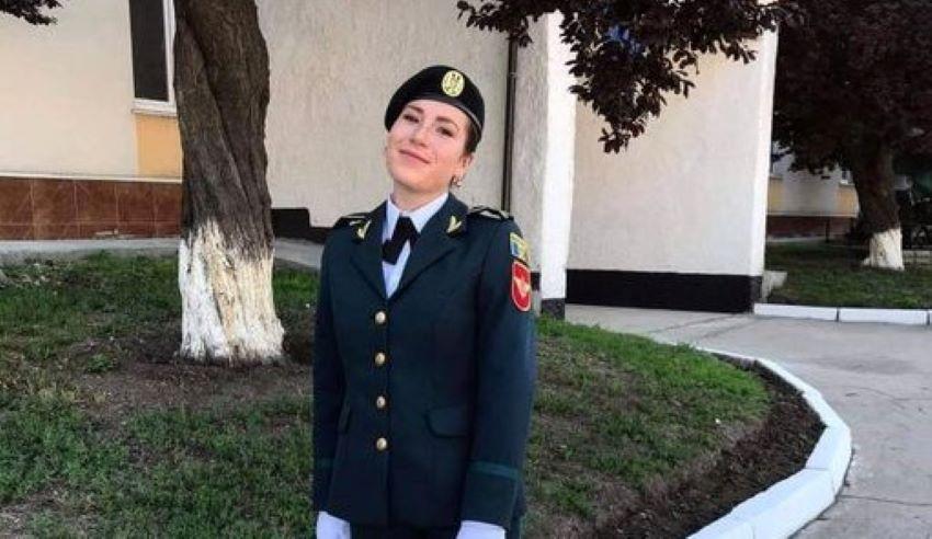 Foto: Studenta anului III la Academia Militară, Elena Chiriac, a câștigat Bursa Guvernului