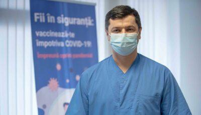 Primul medic din Moldova vaccinat anti-Covid a venit cu un mesaj pe facebook