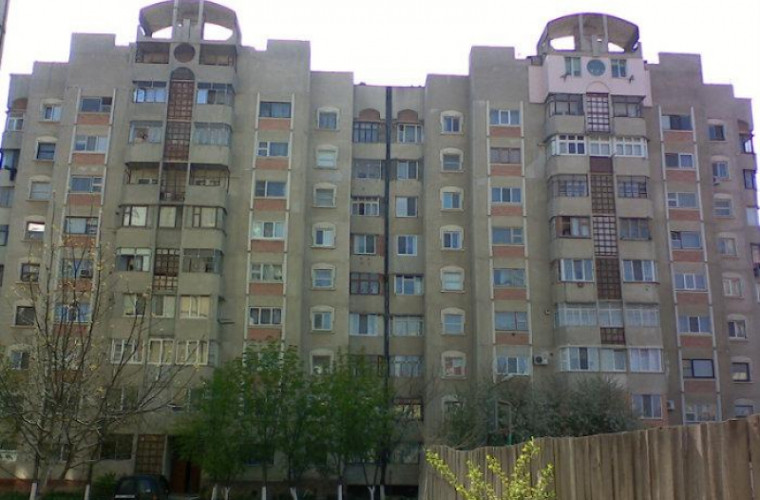 Foto: O bătrână din Chișinău a rămas în viață după ce s-ar fi aruncat de la etajul 7