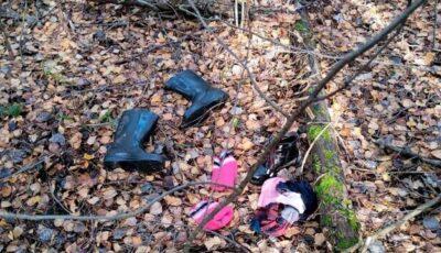Rusia: O fetiță a fost găsită într-o pădure, stând lângă mama ei decedată
