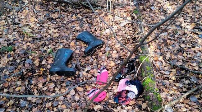 Foto: Rusia: O fetiță a fost găsită într-o pădure, stând lângă mama ei decedată