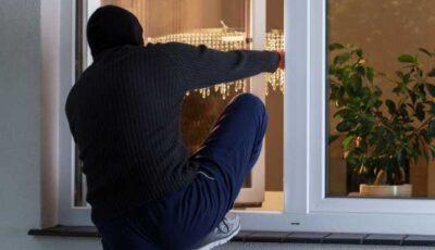 Un bărbat care tot încerca să intre în vechea locuință a fost împușcat mortal de noii proprietari