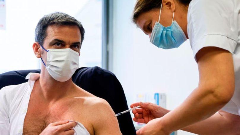 Foto: Ministrul francez al Sănătății s-a vaccinat cu trei seruri diferite