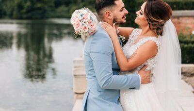 Un fotograf a șters pozele mirilor după ce i s-a refuzat pauza de masă la nuntă