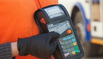 Doar 2% din călători preferă să plătească cu cardul în transportul public