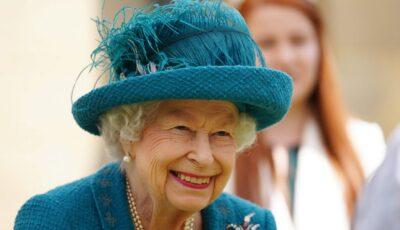 Regina Elisabeta, în vârstă de 95 de ani, sfătuită să renunțe la băutură