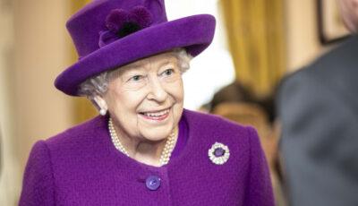 """Regina Elisabeta a II-a a refuzat titlul de ,,bătrânelul anului"""" oferit de o revistă britanică"""