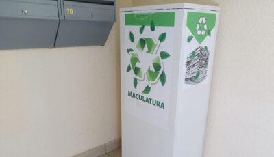Boxe pentru maculatură sunt amplasate în scările mai multor blocuri din Capitală