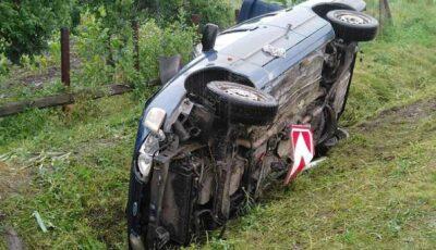 Un şofer beat criţă s-a răsturnat cu maşina pe şoseaua Chişinău-Străşeni