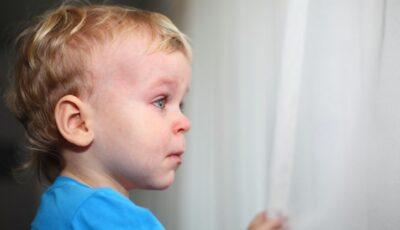 Patru copii au stat închiși în casă timp de câteva zile, după ce mama lor a plecat și n-a mai revenit