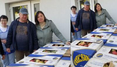 Gest de solidaritate și binefacere: Au cumpărat o tonă de mere pentru a le dona unei case de bătrâni