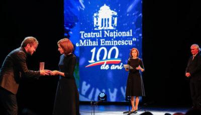 """100 de ani de activitate! Maia Sandu a împărțit distincții pe scena Teatrului Național """"Mihai Eminescu"""""""