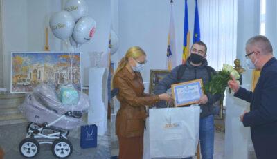 Primul bebeluș născut de Hramul Orașului la Spitalul municipal Gheorghe Paladi s-a ales cu daruri din partea Primăriei