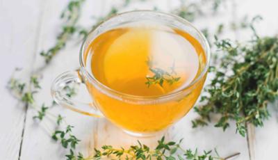 Ceaiul de cimbru cu miere vindecă infecțiile gâtului, tusea și infecțiile respiratorii