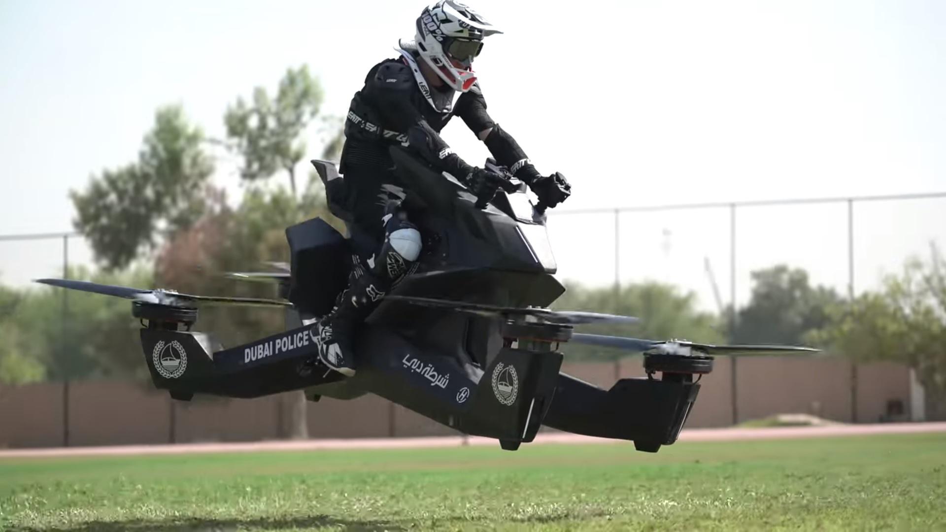 Foto: Japonezii o iau din nou înaintea tuturor! Din 2022, aceştia îşi vor putea procura motociclete zburătoare