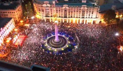 Mii de oameni au protestat în Georgia pentru eliberarea din închisoare a fostului preşedinte pro-occidental Mihail Saakaşvili, care a intrat în greva foamei