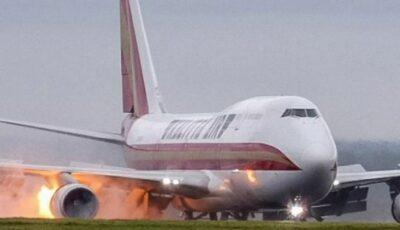 Un avion a luat foc în timp ce ateriza pe un aeroport din Anglia