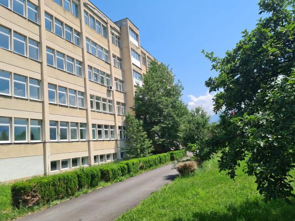 Foto: Localnicii unui oraș din România au strâns 90.000 euro și au redeschis spitalul din localitate, închis de 10 ani