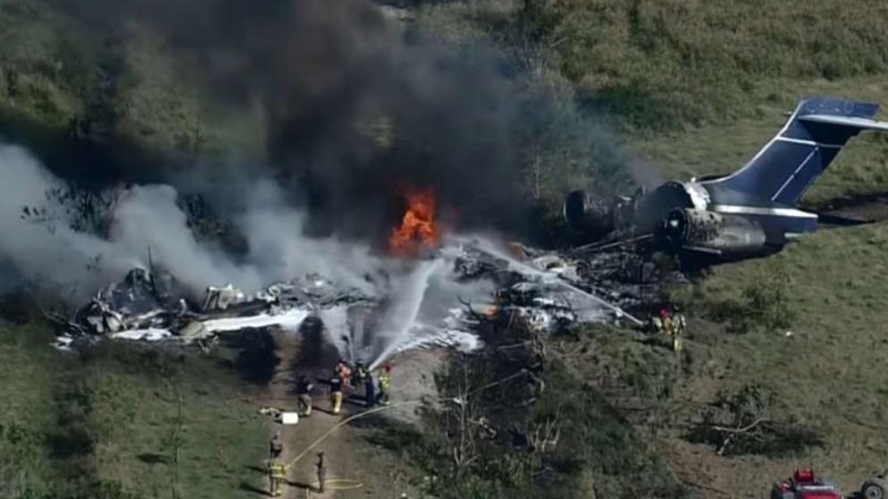Foto: Un avion s-a prăbuşit în SUA. Toţi pasagerii şi echipajul sunt în viaţă