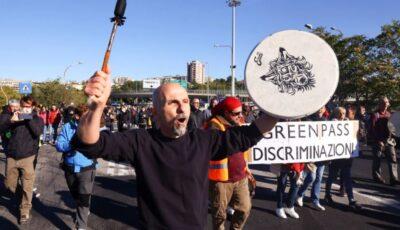 Proteste în Italia. Mii de oamenii au ieșit pe străzi, pentru a scăpa de vaccinuri