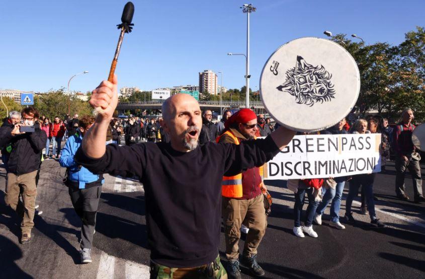 Foto: Proteste în Italia. Mii de oamenii au ieșit pe străzi, pentru a scăpa de vaccinuri