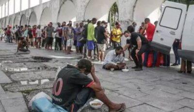 Foamete mare în Brazilia. Oamenii scotocesc prin oase pentru a face mâncare